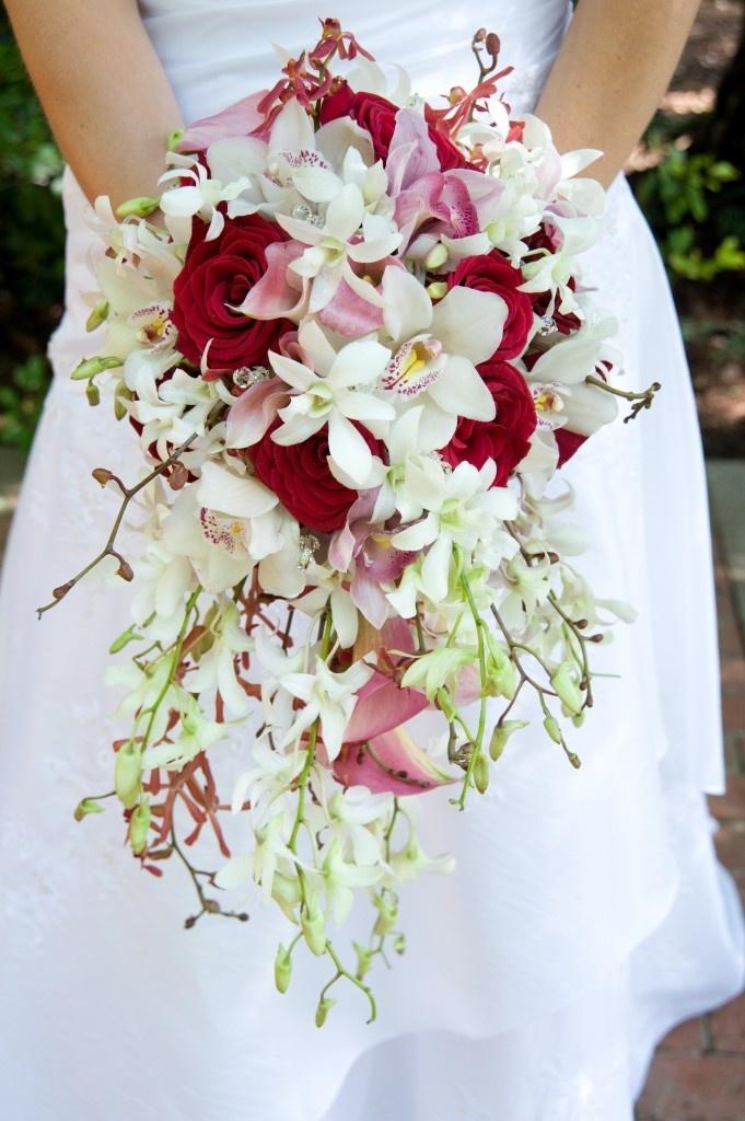 Цветов букетик, каскадный свадебный букет невесты