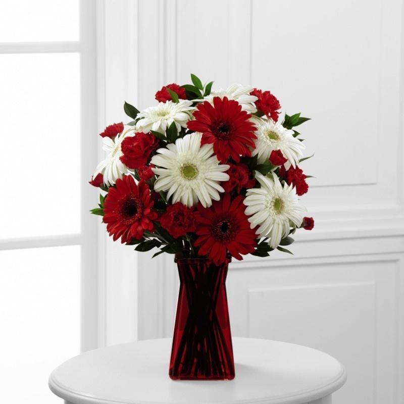 Букет из красных хризантем, офисные