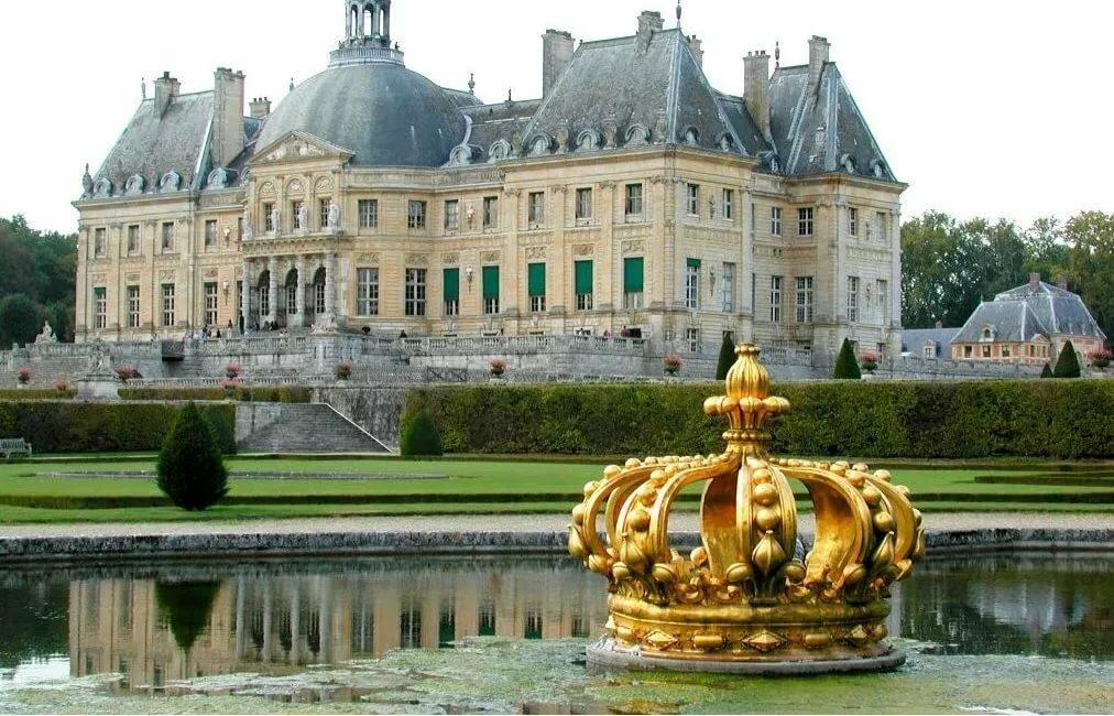 Замок в париже картинка