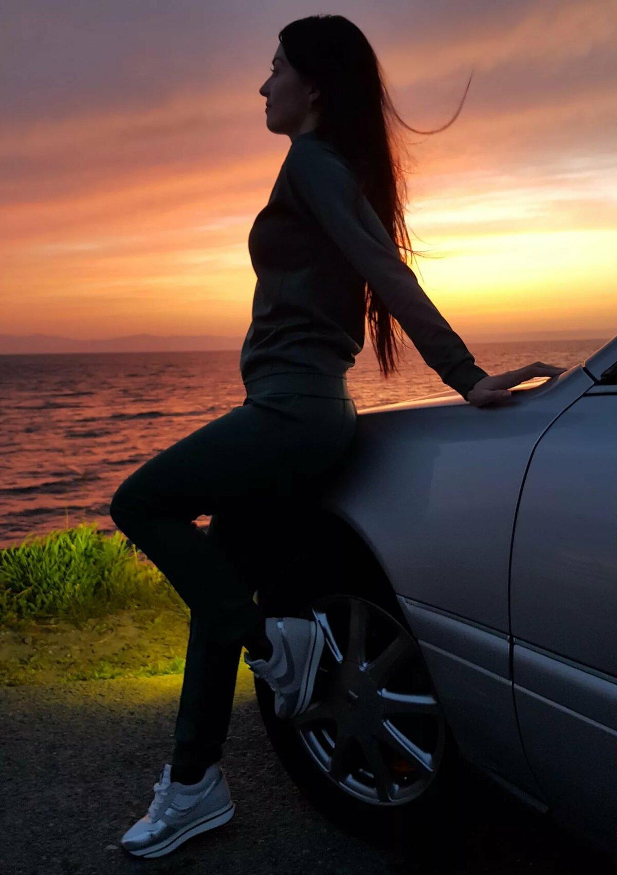 Фото с машиной на аву девушки