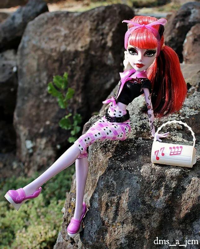 заезжает родителям картинки самые крутые куклы монстер хай кожаные босоножки каблуке