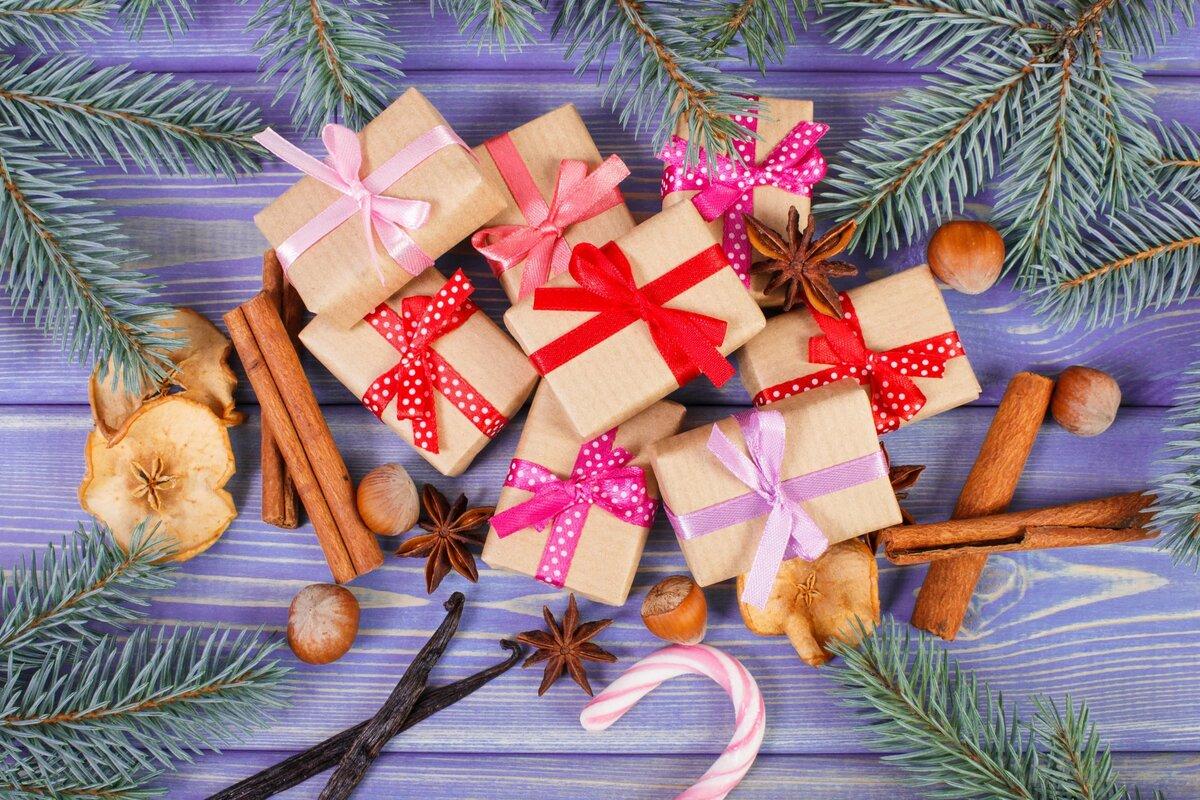 картинка гора подарков под елкой введение всемирную