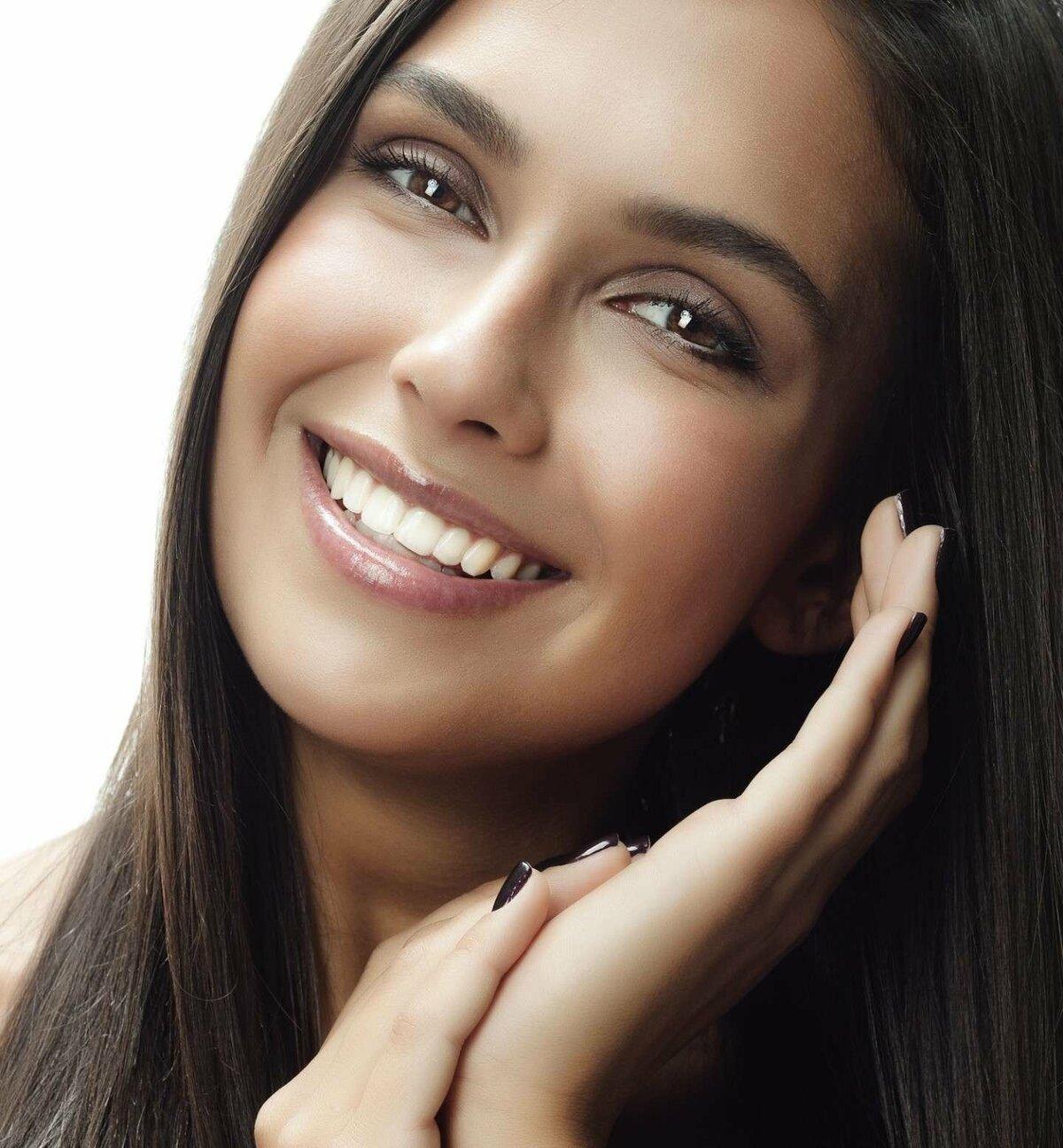 Картинка с улыбающейся девушкой