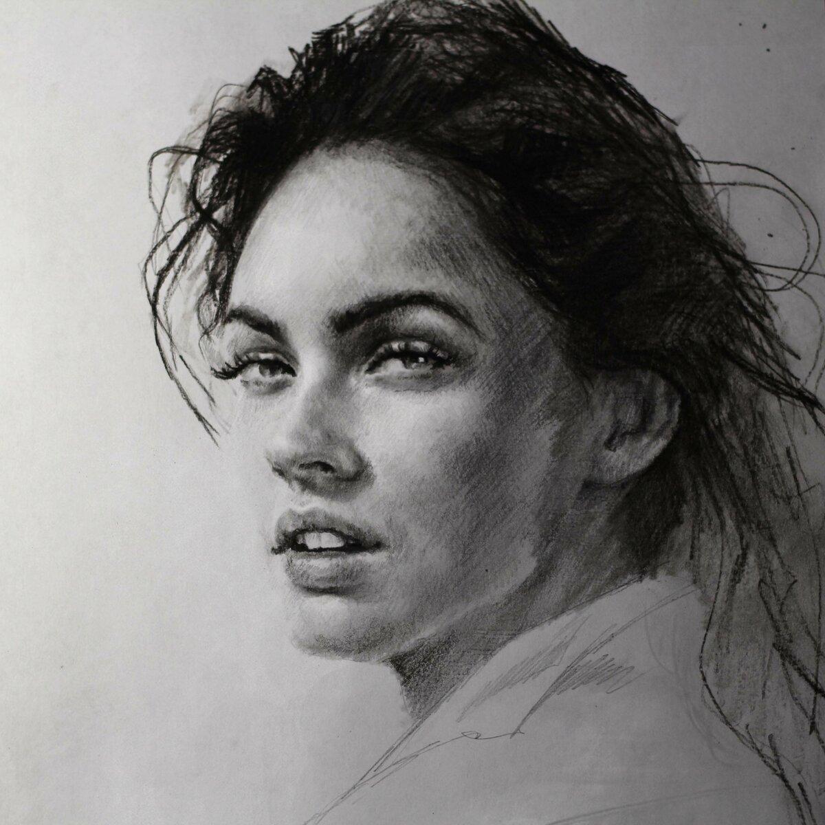Рисунок девушки штрихами