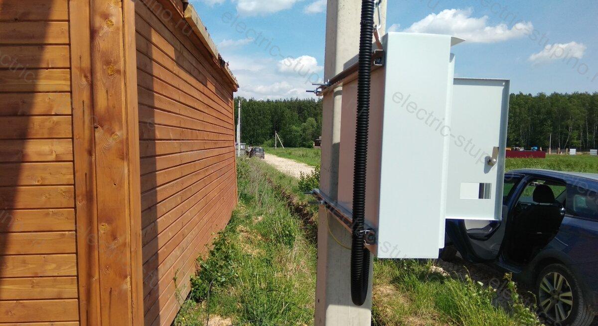 Установка электрощита на опоре ЛЭП
