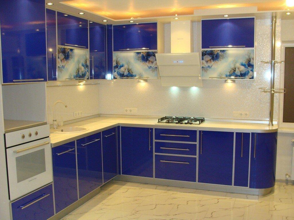 Фото кухни с угловой мойкой круглой словам