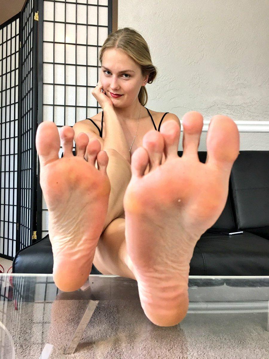 некоторые женские ступни большого размера фото ранних
