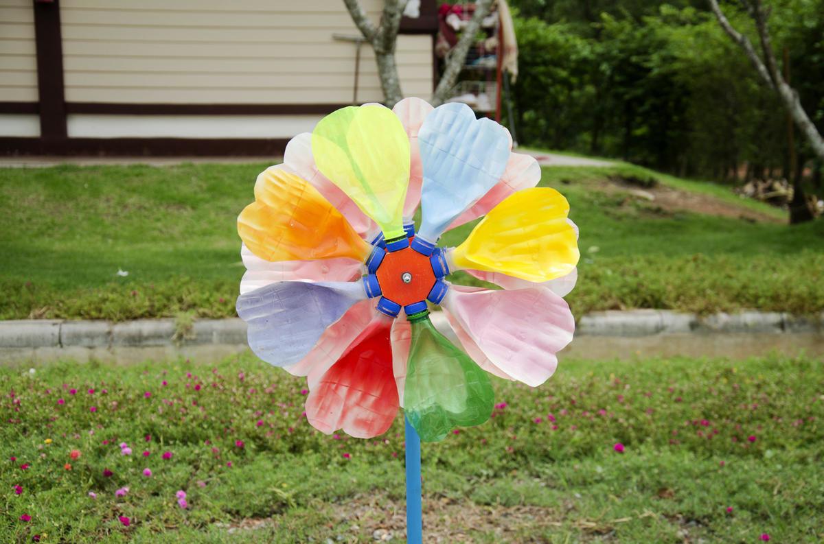 цветок из пластиковой бутылки фото