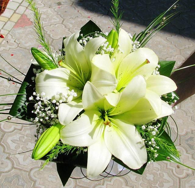 Букет гипсофила, свадебные букеты из белых лилий