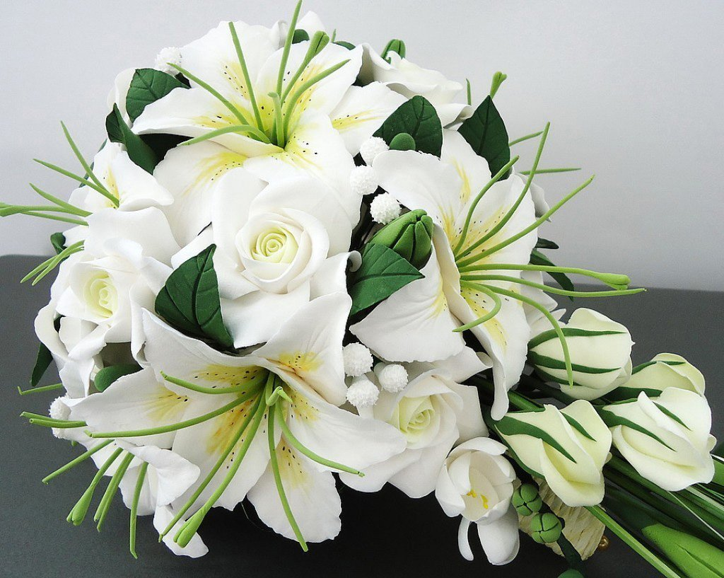 Открытка букет из белых лилий