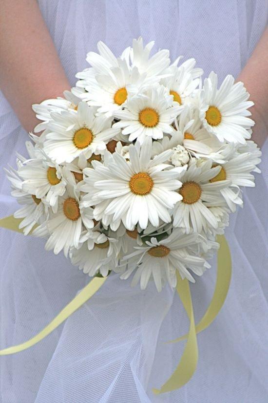 Свадебный букет круглый из ромашек цена