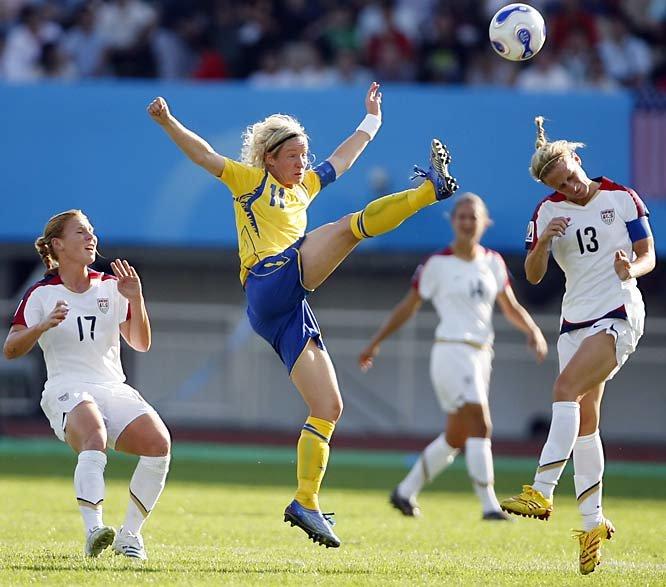 Прикольные картинки женщины и футбол