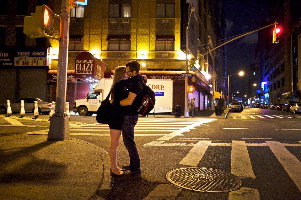 целуются на улице видео - 10