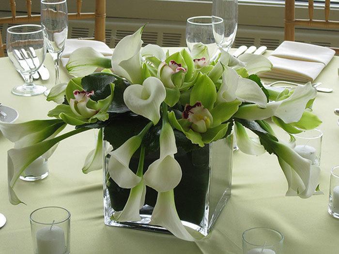 Пионов, свадебный букет из калл на стол молодоженами