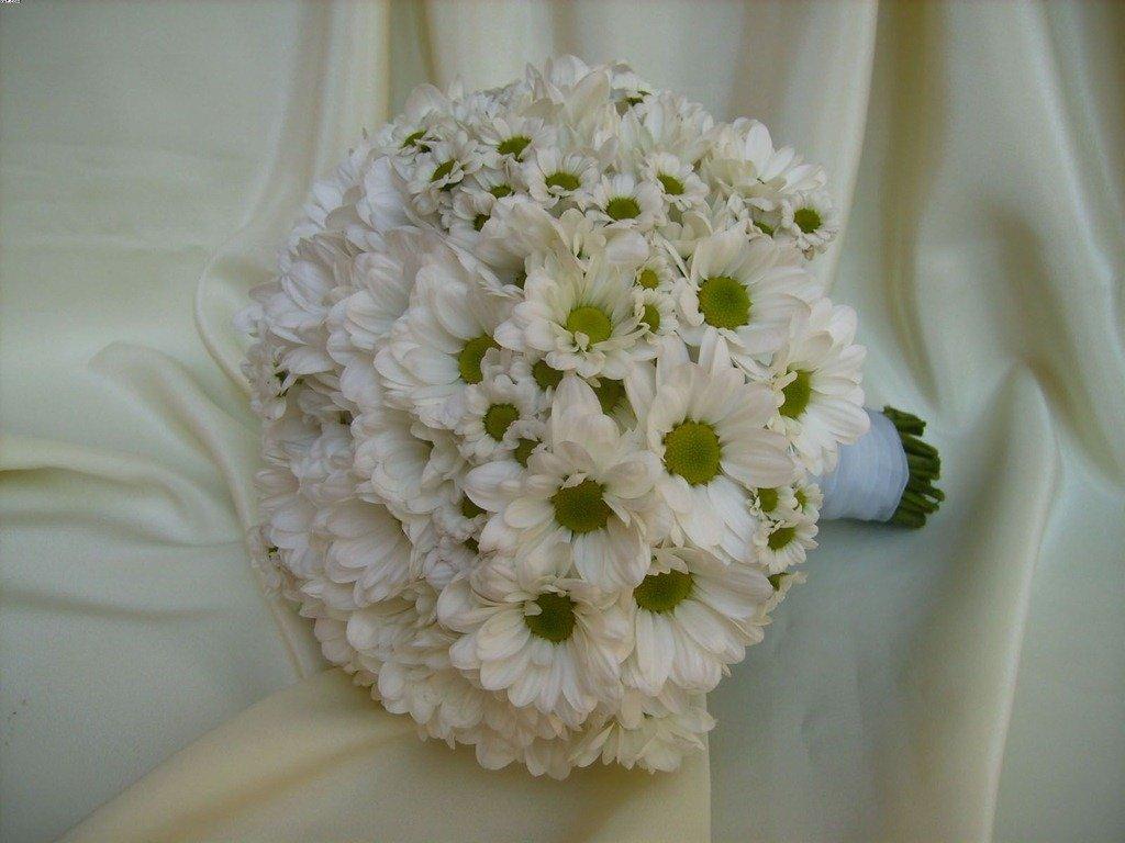 Букет невесты из хризантем летний, цветов ростов