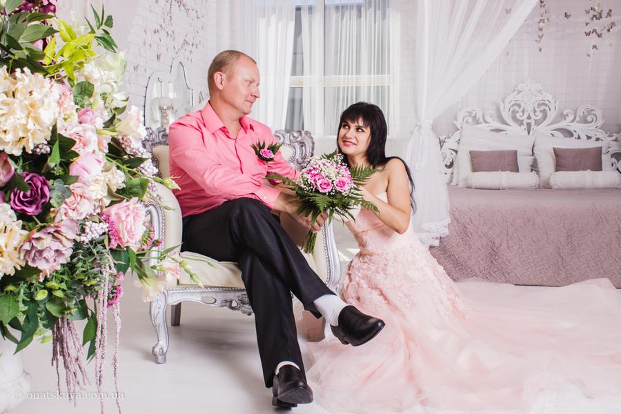 красивое фото семьей на розовую свадьбу использоваться