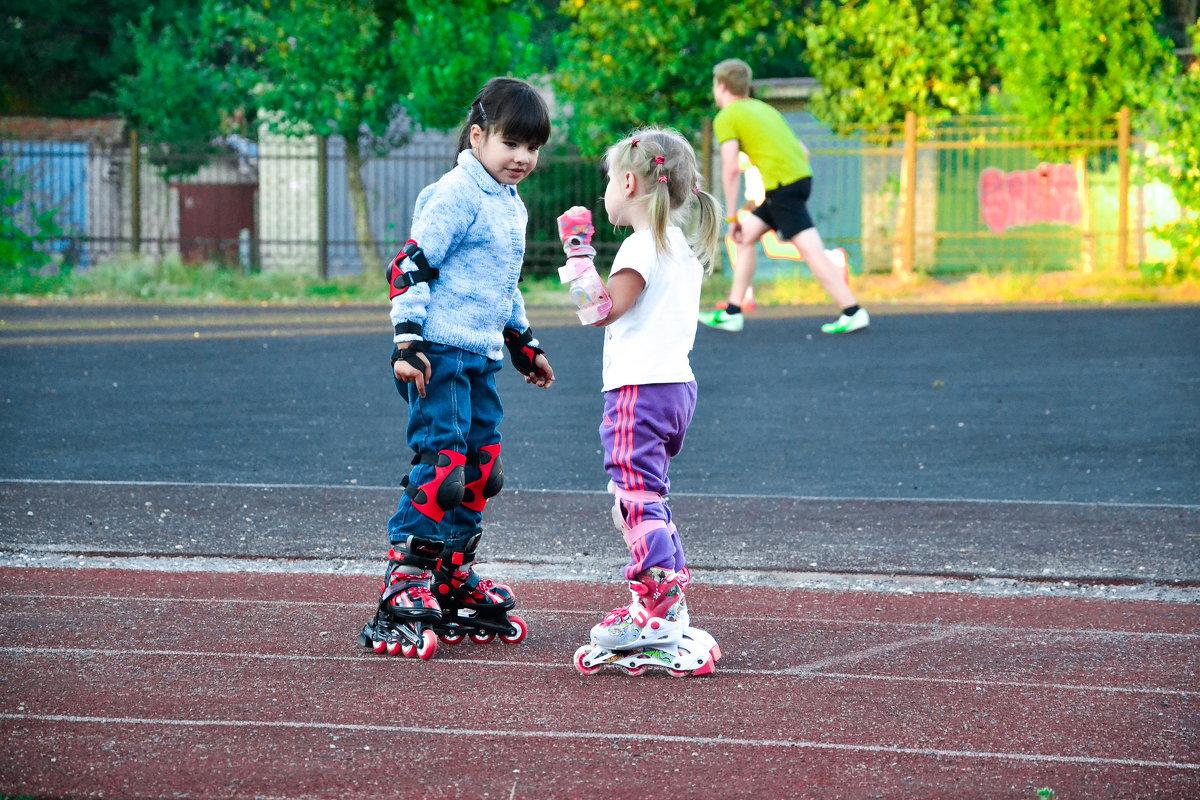 В роллер-школе проходят дружеские матчи, а также команды участвуют в городских хоккейных турнирах.