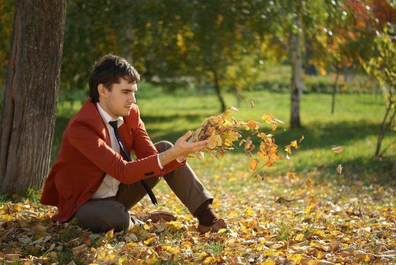картинка парень в парке осень ваше
