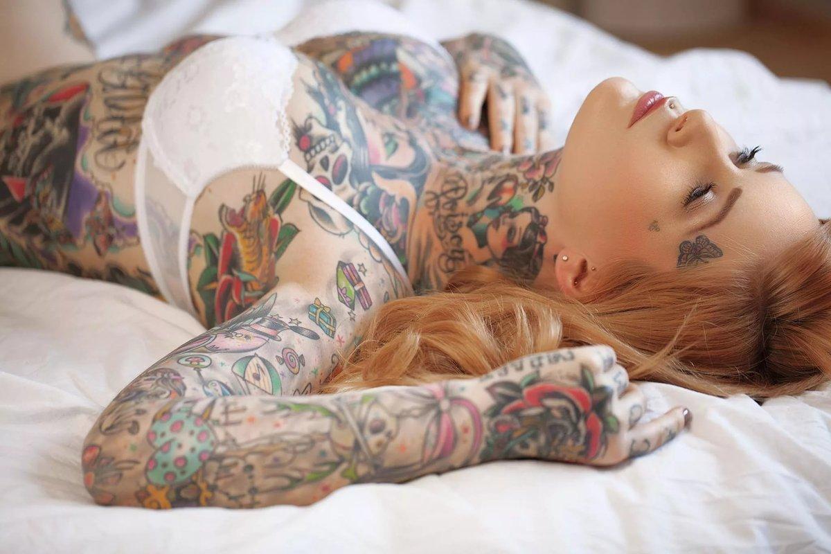 Очень красивые девушки с татуировкой в интимных местах, запихать члена в пизду