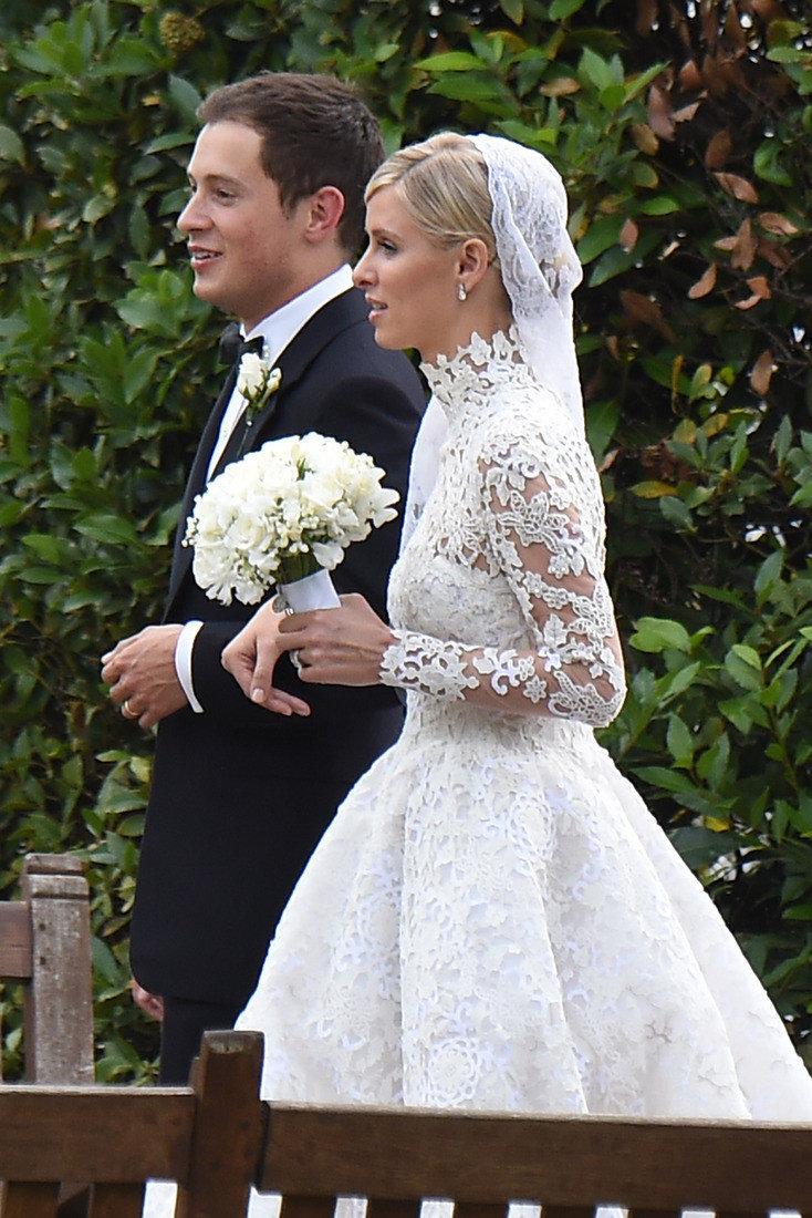 участке в каких платьях выходят замуж фото этой недели