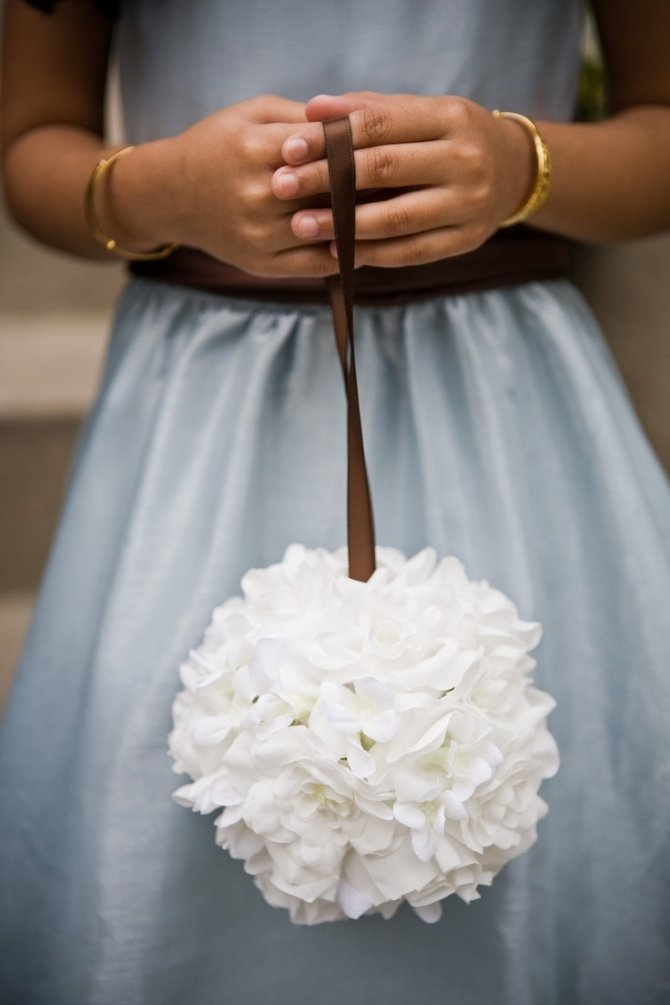 Невесты, букет в форме шара на ленте