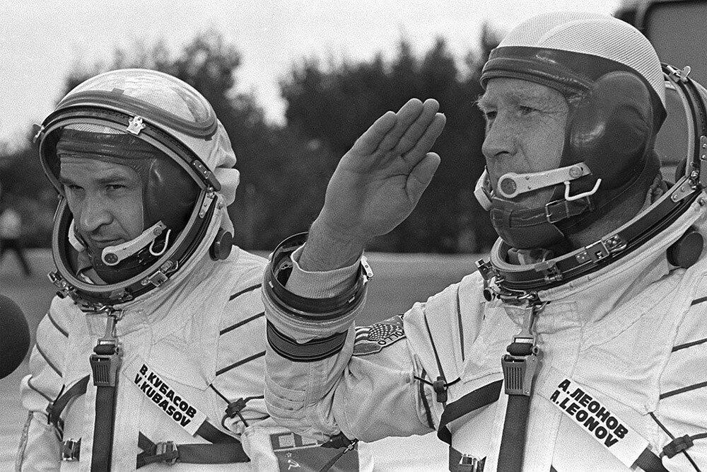 первые советские космонавты картинки открытка мотивам