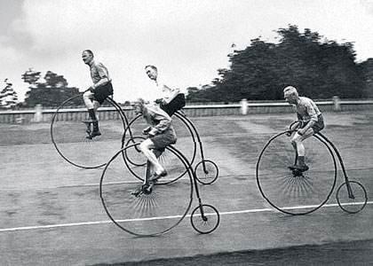 31 мая 1868 года в окрестностях Парижа в парке Сен-Клу прошла первая в мире велогонка. День рождения велоспорта