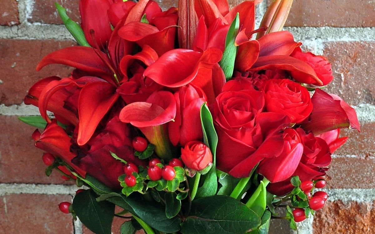 этого красивые картинки с букетами из красных цветов пока видит