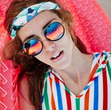 37 карточек в коллекции «Девушки в солнцезащитных очках с цветными ... a74efafdea4