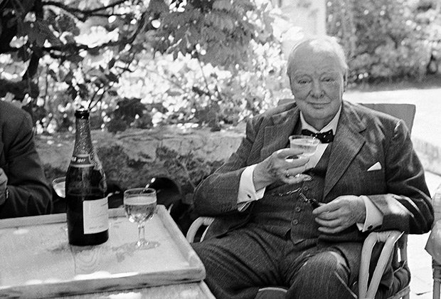 5 апреля 1955 года Уинстон Черчилль завершил свою политическую карьеру