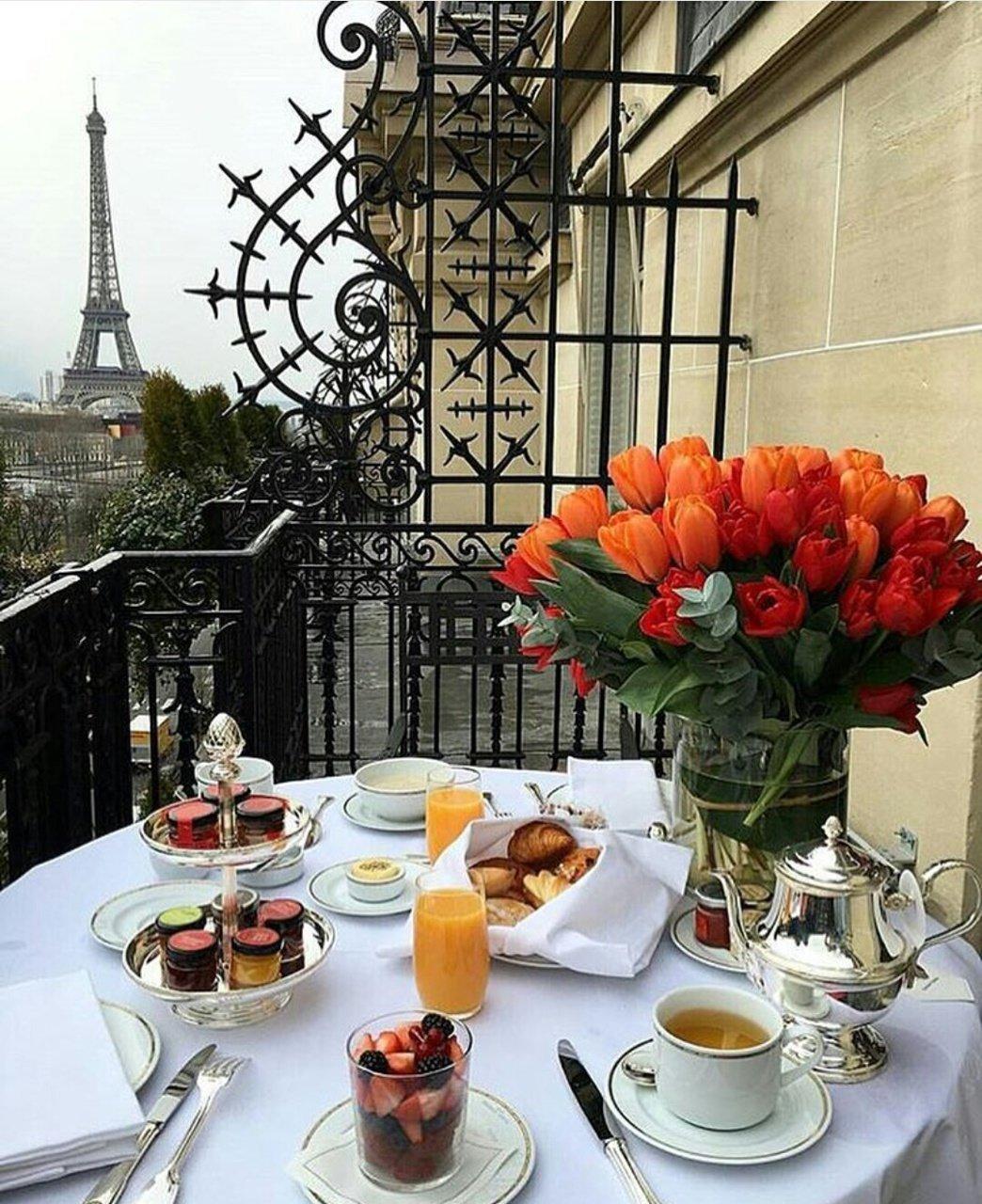Красивый завтрак на балконе с видом на Эйфелеву башню» — карточка ...