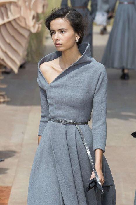 f75f18e9a83 Модные тенденции и новинки 2018 года  стильные женские платья осень - зима  на фото.