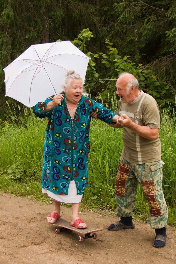 Картинка бабушка и дедушка смешная