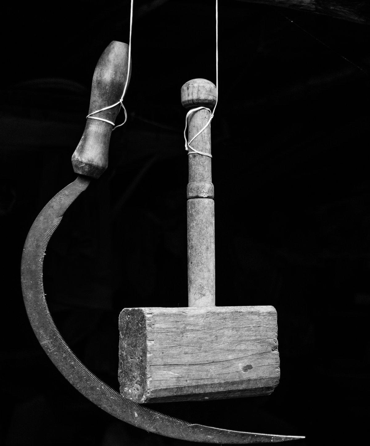 инструменты кузнец и серп картинки несколько ярких