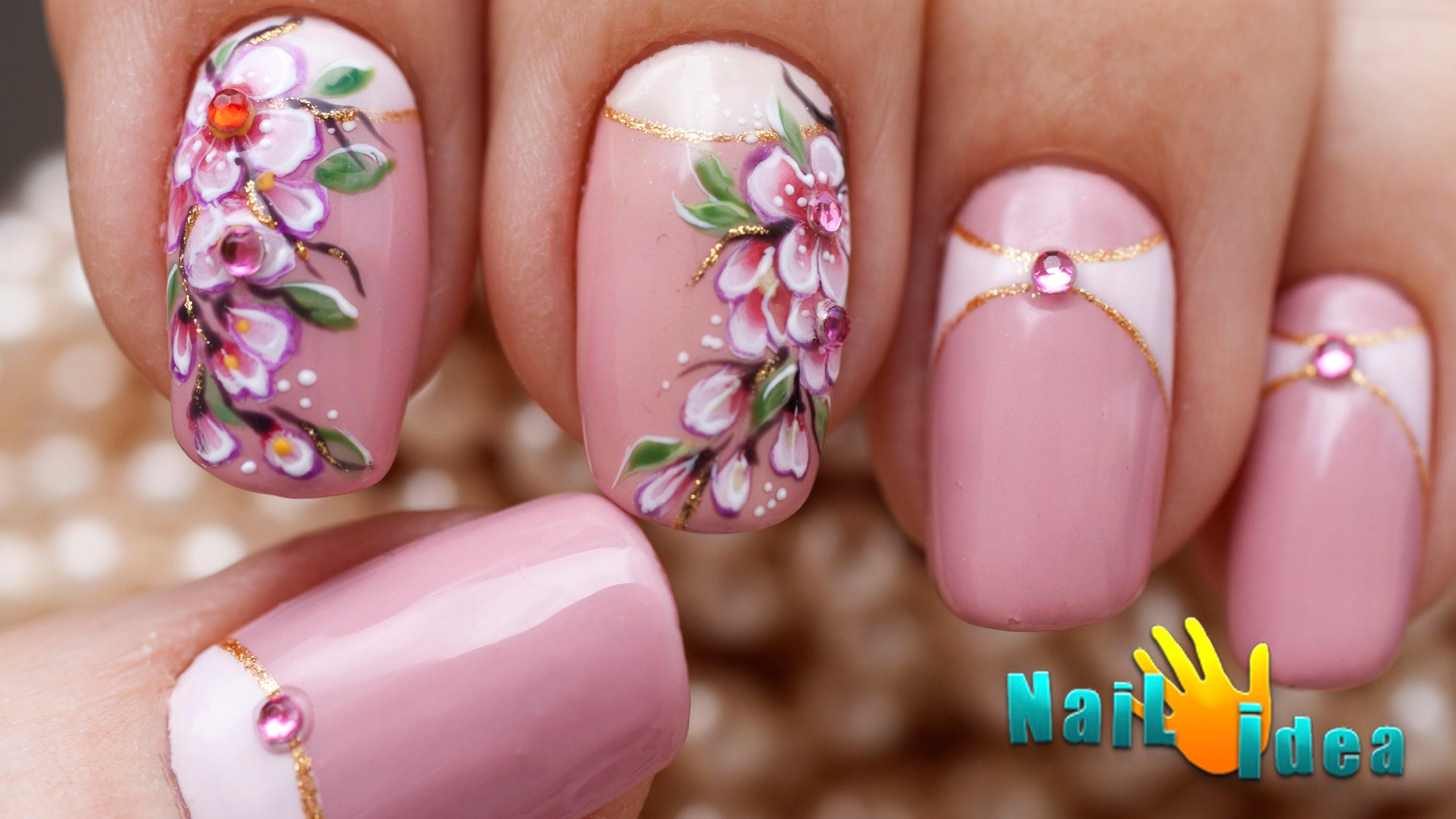 Красивые цветы на ногтях лаком