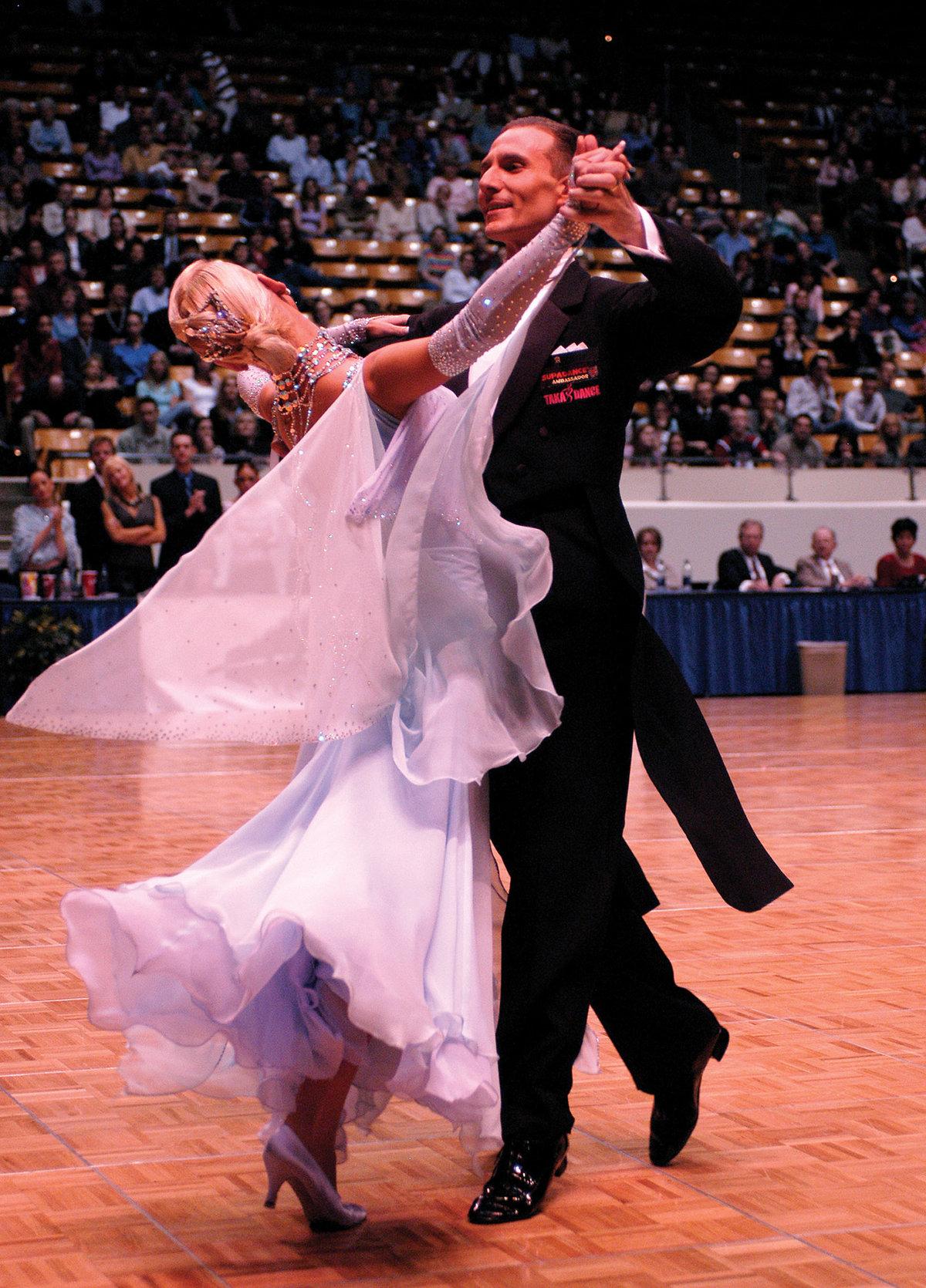 Красивая открытка бальные танцы