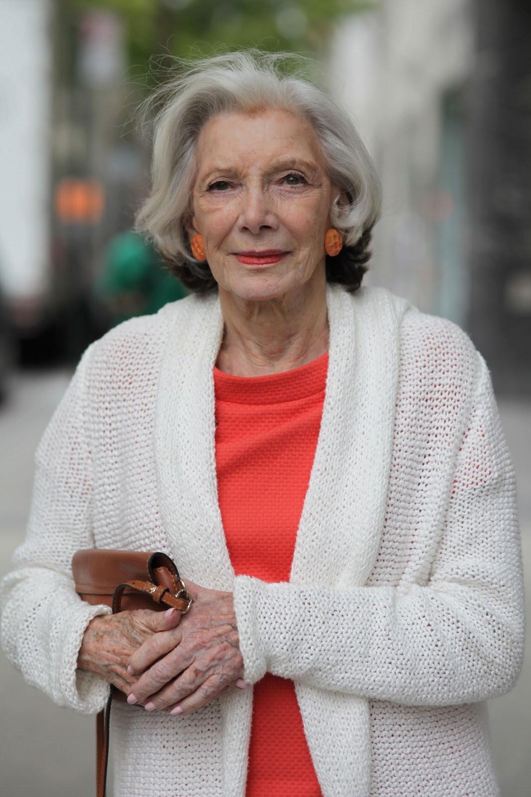 Фото картинки пожилой леди
