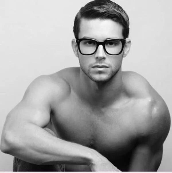 сексуальные мужчины в очках для зрения так устроен