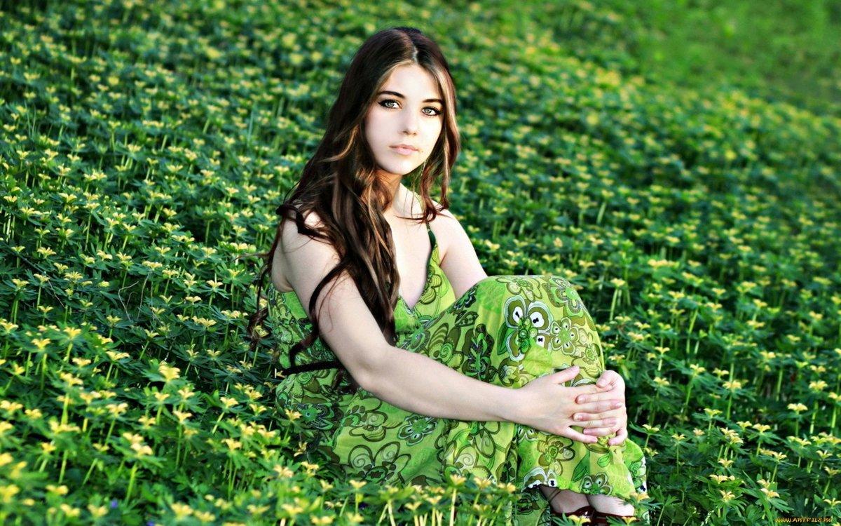 Фото красивой девушки на фоне природы, порно-фото телеведущих россии