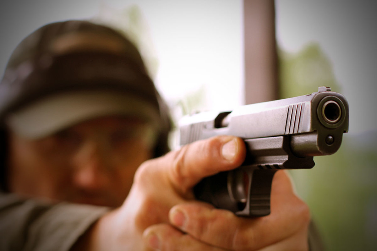 Картинки стрельба из пистолета
