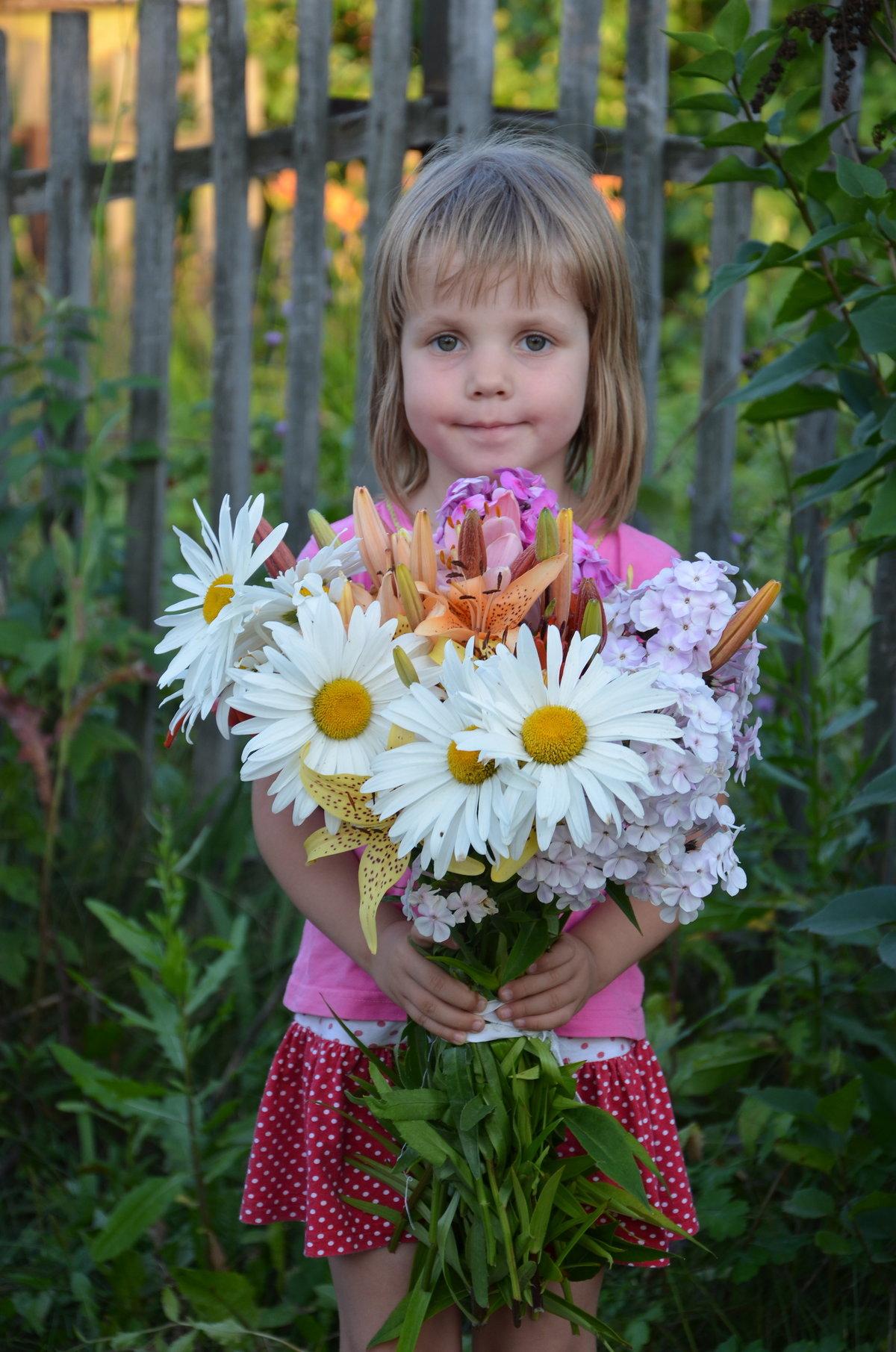 Свадебные открытки, картинки девочка с букетом цветов