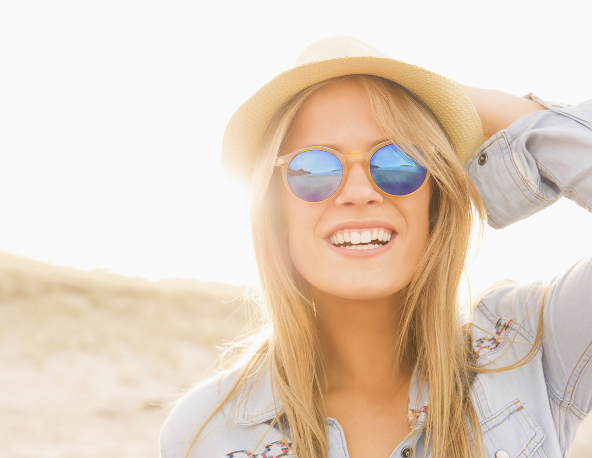 Blonde girl wearing sunglasses, free oral sex videos and techniques