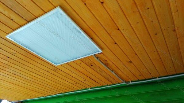 Установка светодиодного светильника в деревянном доме