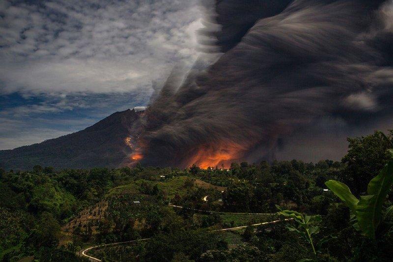 Картинки по запросу проснулся вулкан Синабунг