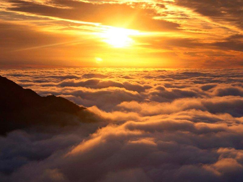 """Скачать обои """"Горы выше облаков"""" 1024х768 для рабочего стола"""