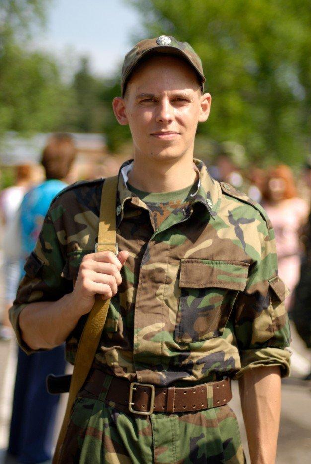 В знакомство мужчины военной форме