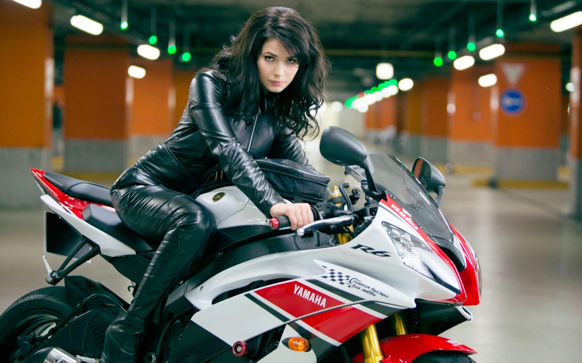 Обой красива девушка мотоцикл порно