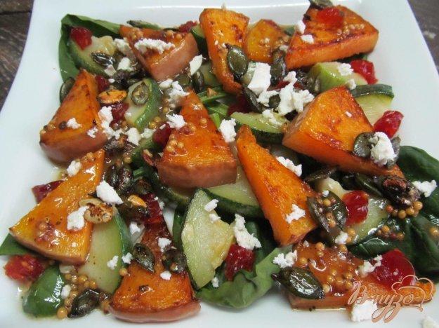 Салат с тыквой и кабачком под яблочным соусом.