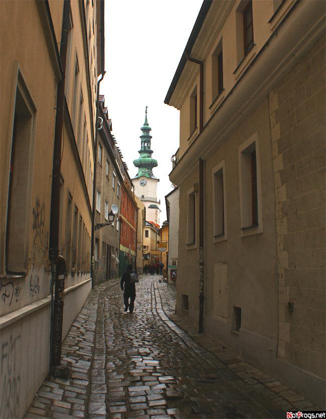 Улица Бастова — самая узкая в Братиславе