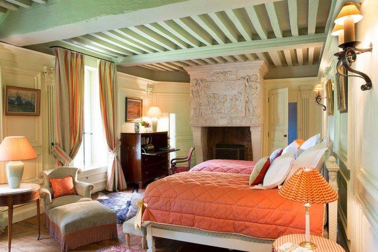 Прованс – очарование старой доброй Франции, воплощение идиллии и безмятежности. Его уютные традиции идеально подходят для оформления спальни – места отдыха и